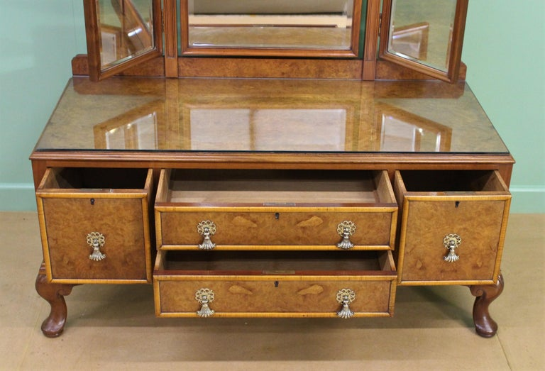 English Burr Walnut Dressing Table by Waring and Gillow For Sale 2