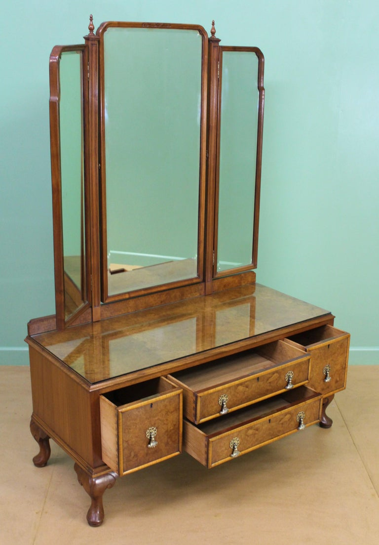 English Burr Walnut Dressing Table by Waring and Gillow For Sale 4