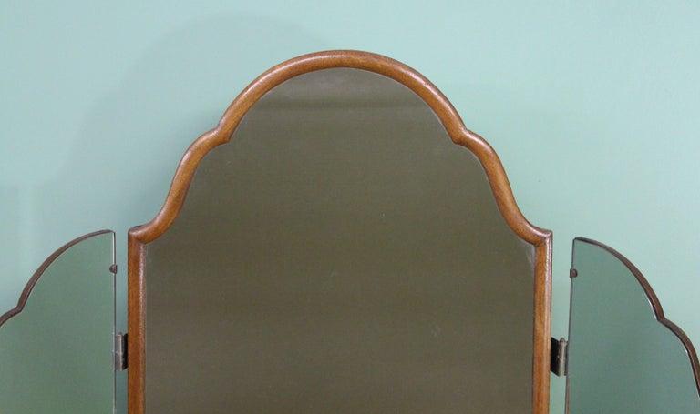 English Burr Walnut Kidney Shaped Dressing Table For Sale 8