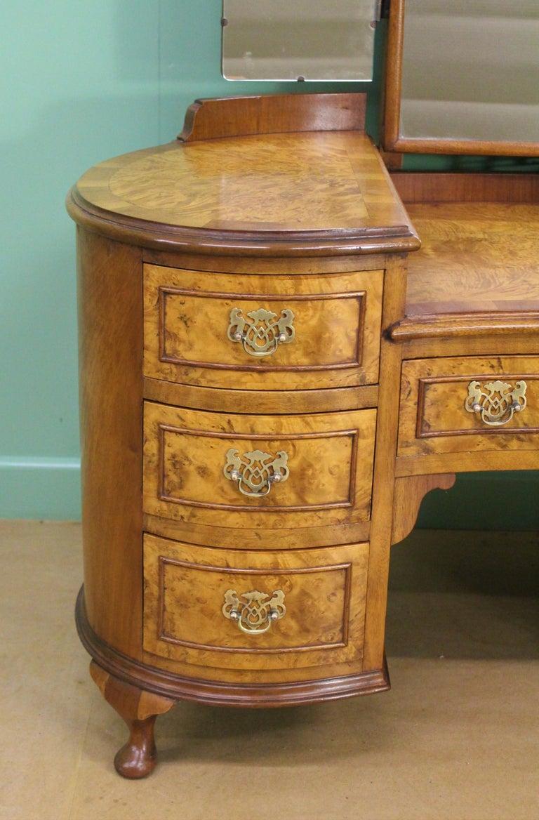 English Burr Walnut Kidney Shaped Dressing Table For Sale 2