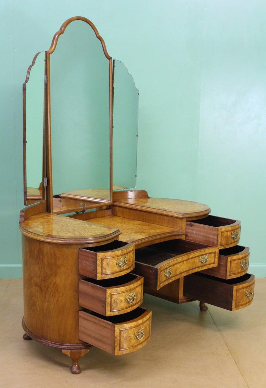 English Burr Walnut Kidney Shaped Dressing Table For Sale 6
