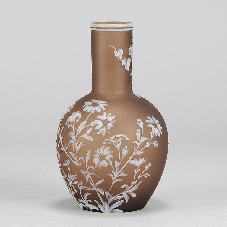 English Cameo Glass Flower Vase by Thomas Webb In Excellent Condition For Sale In London, GB