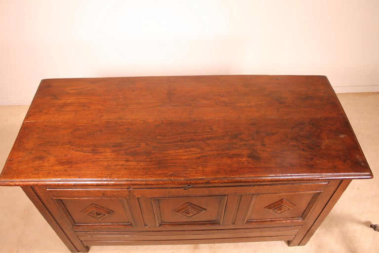 English Chest of the 18th Century in Oak with a Fitted Candle Box In Good Condition For Sale In Brussels, Brussels