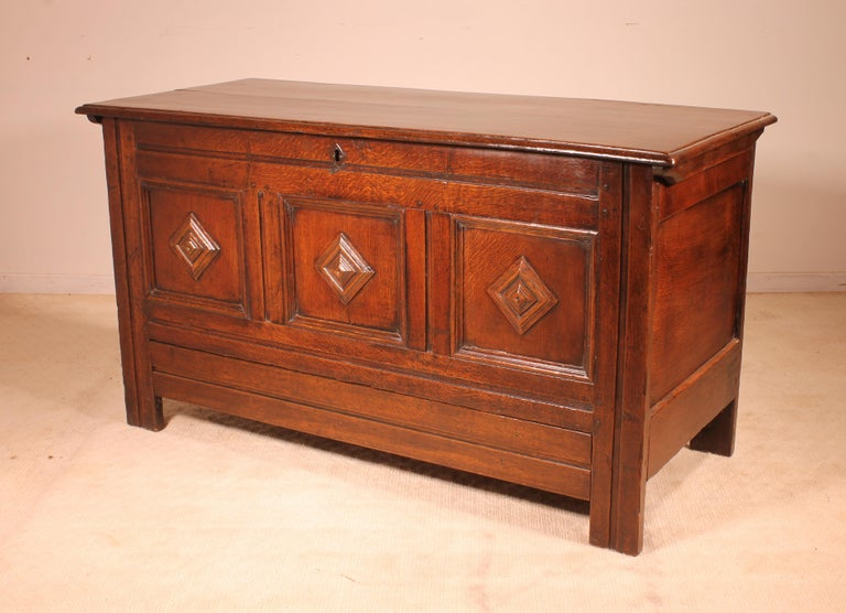English Chest of the 18th Century in Oak with a Fitted Candle Box For Sale 3