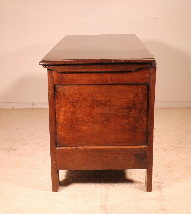 English Chest of the 18th Century in Oak with a Fitted Candle Box For Sale 4