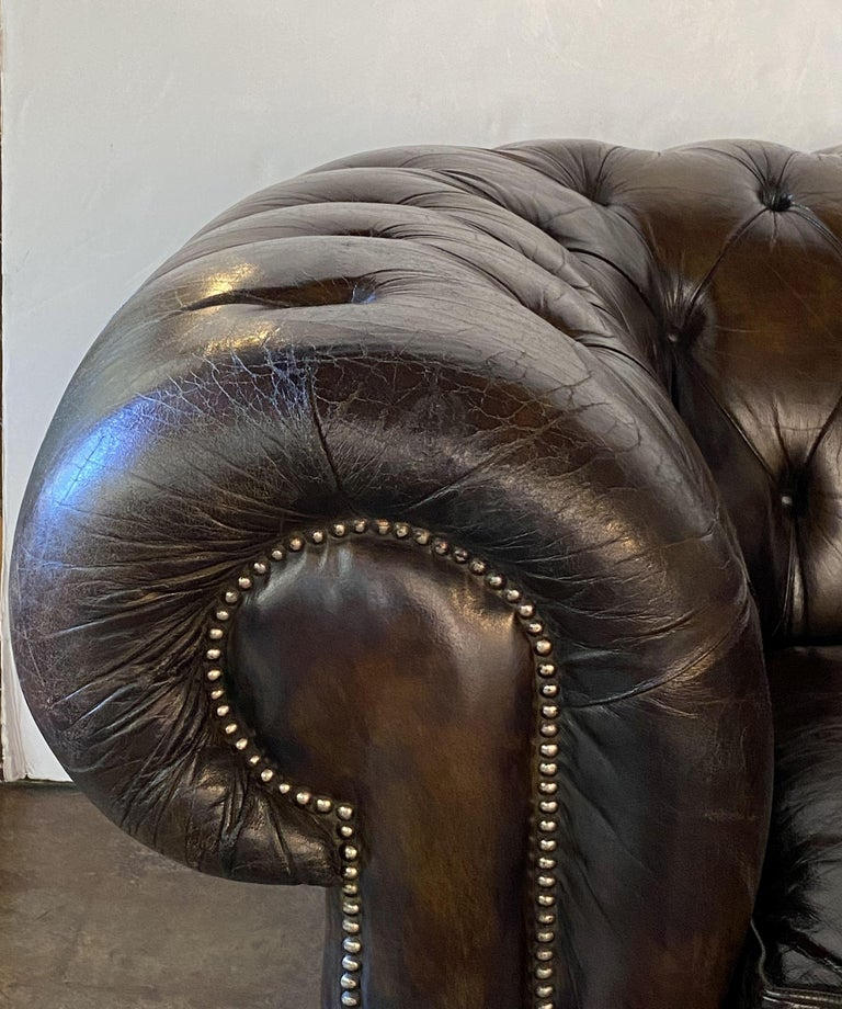 English Chesterfield Sofa of Tufted Leather For Sale 7