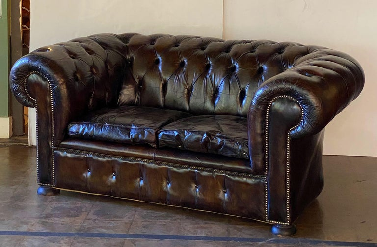 English Chesterfield Sofa of Tufted Leather For Sale 4