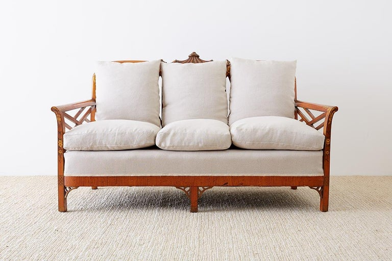 English Chinoiserie Chippendale Style Pagoda Top Settee In Good Condition For Sale In Oakland, CA
