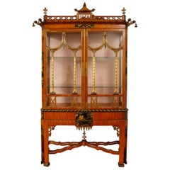 English Chinoiserie Pagoda Shaped Giltwood and Black Lacquered Vitrine