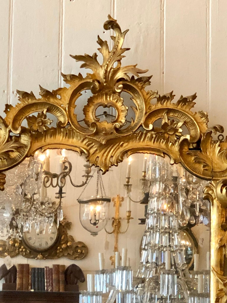 English Chippendale Carved Giltwood Mirror, 18th Century In Good Condition For Sale In Charleston, SC