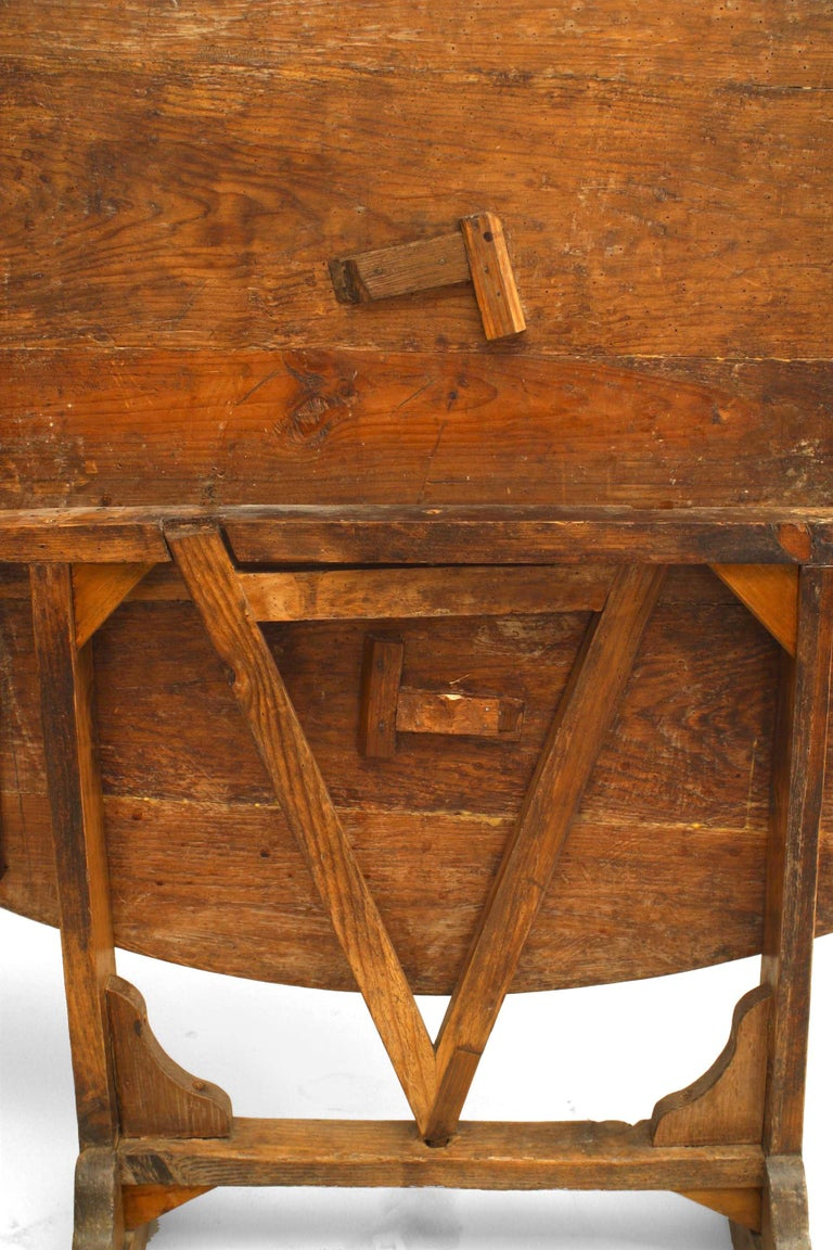 English Country Style '19th Century' Tilt-Top End Table In Good Condition For Sale In New York, NY