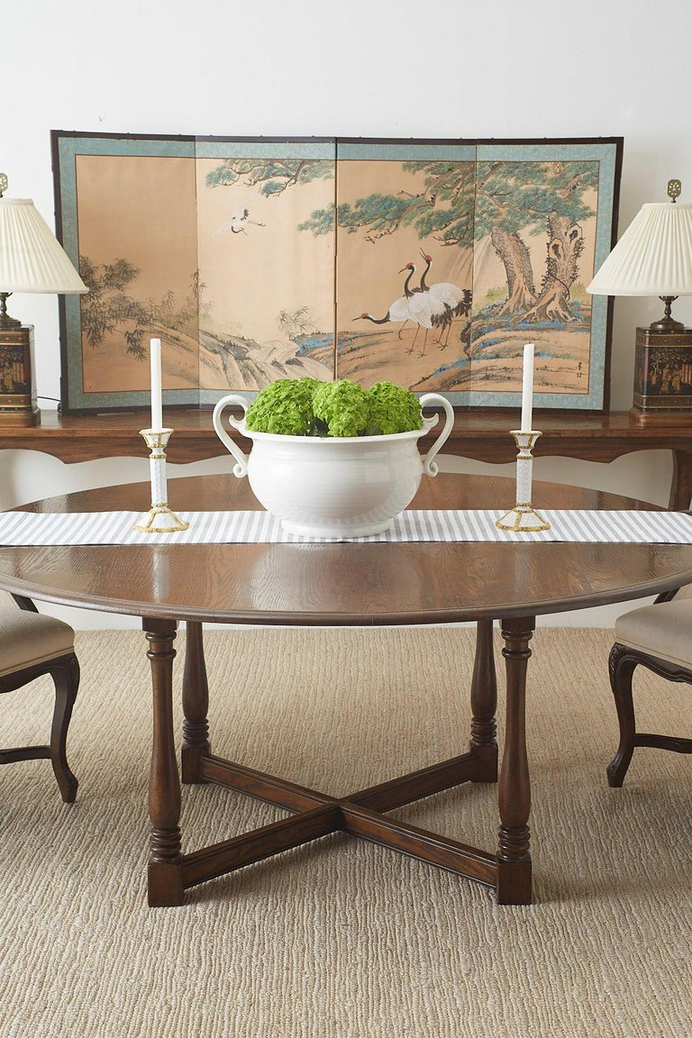 English Country Style Round Oak Dining Table In Good Condition For Sale In Oakland, CA