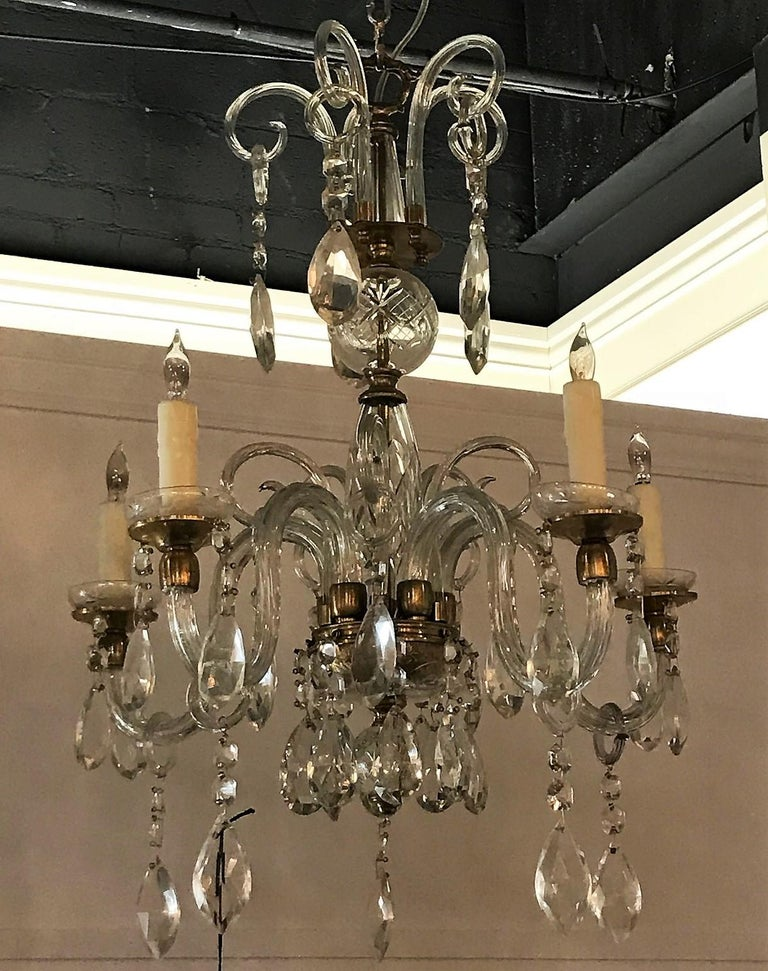 English Crystal and Blown Glass Chandelier In Good Condition For Sale In Dallas, TX
