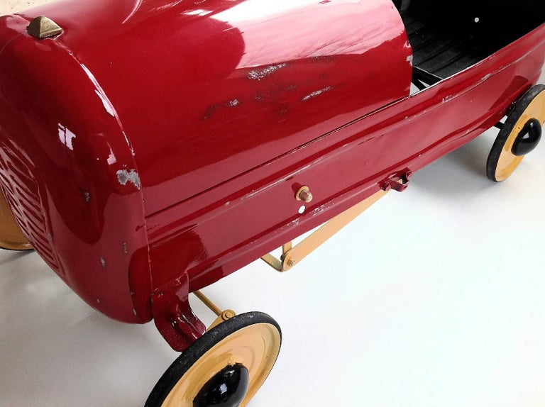 English 'Duke' Childs Pedal Car by Triang & Tri Trailer for Prop Display or Use For Sale 5