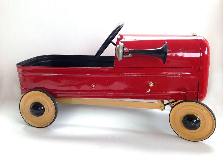 English 'Duke' Childs Pedal Car by Triang & Tri Trailer for Prop Display or Use For Sale 6