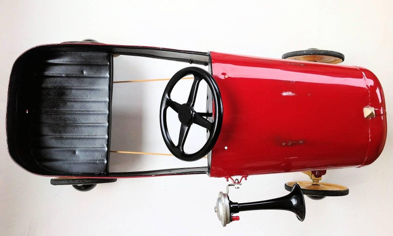 English 'Duke' Childs Pedal Car by Triang & Tri Trailer for Prop Display or Use For Sale 7
