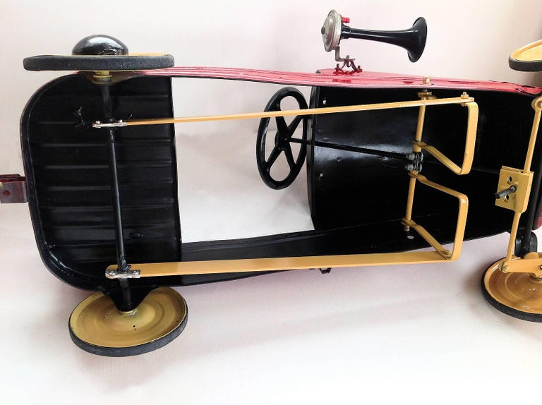 English 'Duke' Childs Pedal Car by Triang & Tri Trailer for Prop Display or Use For Sale 9