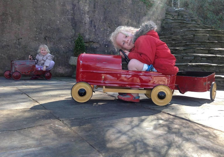 English 'Duke' Childs Pedal Car by Triang & Tri Trailer for Prop Display or Use For Sale 1