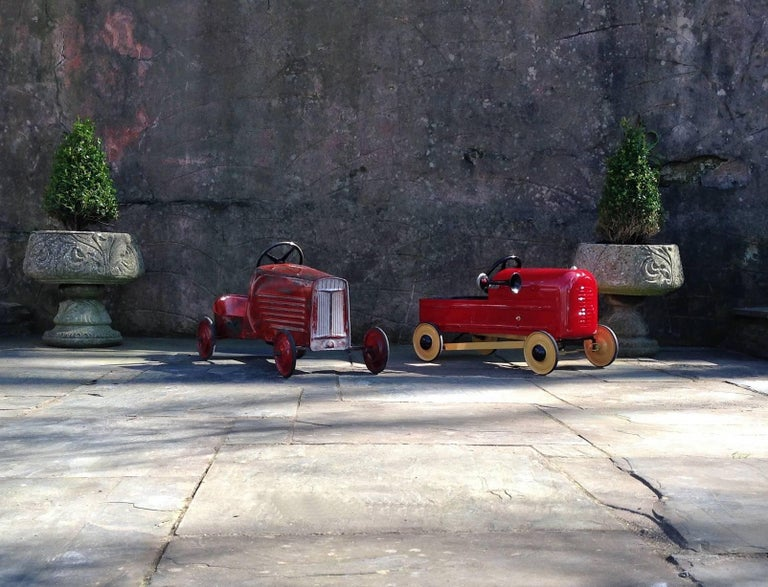 English 'Duke' Childs Pedal Car by Triang & Tri Trailer for Prop Display or Use For Sale 2
