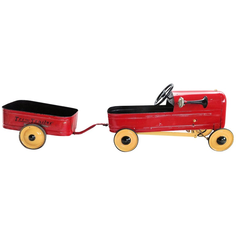English 'Duke' Childs Pedal Car by Triang & Tri Trailer for Prop Display or Use For Sale