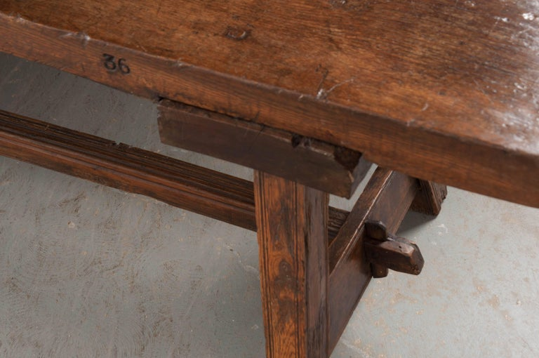 English Early 18th Century Thick Oak Bench For Sale 4