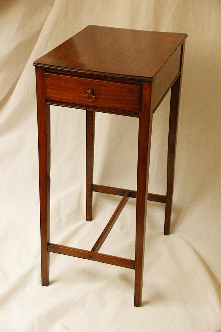 English early 19th century cedar one-drawer side table with tapered legs, H-stretcher, molded edge top. This lovely small simple table is finished on all sides and can free stand easily in any space, circa 1825.