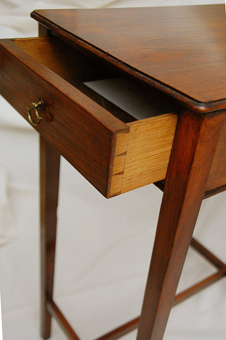 English Early 19th Century Cedar One-Drawer Side Table For Sale 1