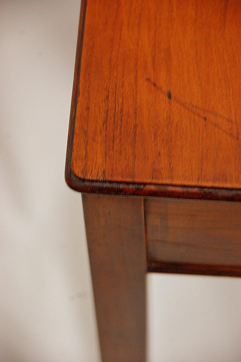 English Early 19th Century Cedar One-Drawer Side Table For Sale 2