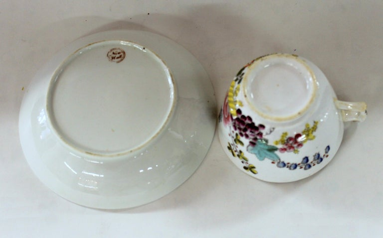 English Early 19th Century New Hall Porcelain Floral Decor Cup and Saucer For Sale 5