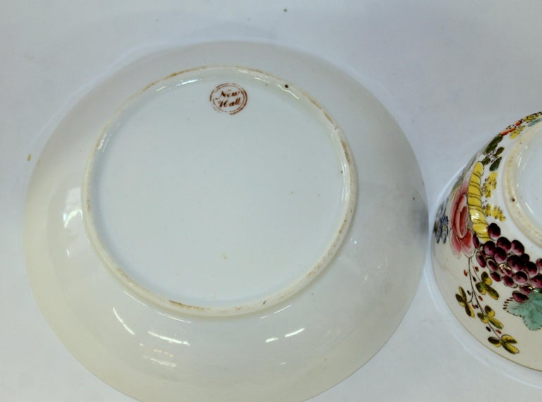 English Early 19th Century New Hall Porcelain Floral Decor Cup and Saucer For Sale 6