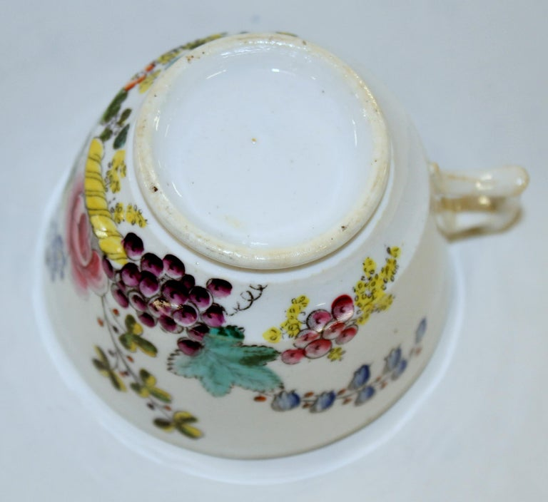 English Early 19th Century New Hall Porcelain Floral Decor Cup and Saucer For Sale 7