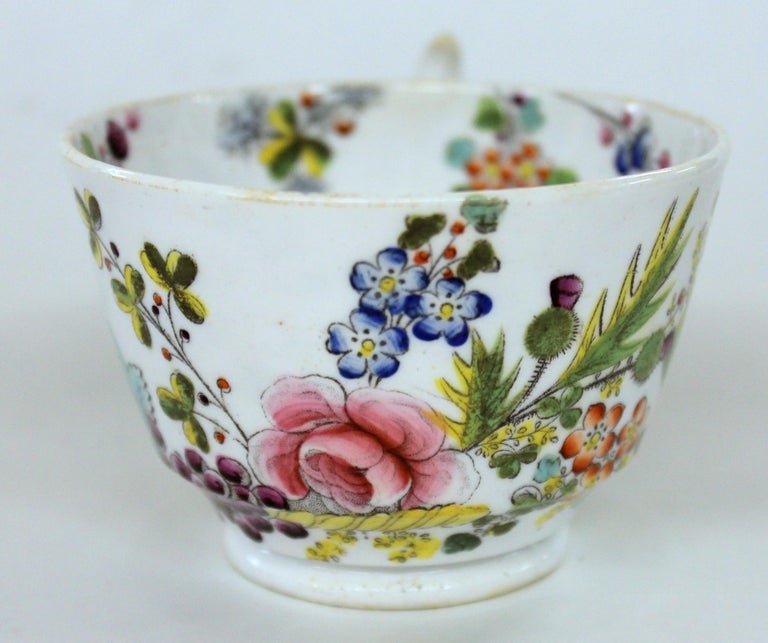 English Early 19th Century New Hall Porcelain Floral Decor Cup and Saucer For Sale 2