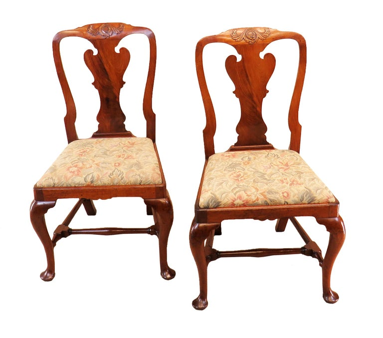 A superb quality set of four 18th century mahogany George ii period side, or dining, chairs having superbly Figured shaped solid splat backs with carved decoration Over drop in seats and elegant Cabriole legs united by Turned H stretchers  (A