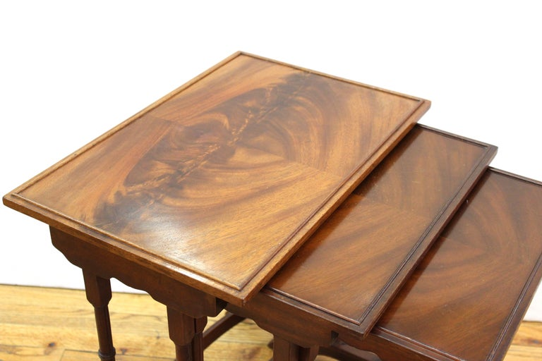 English Edwardian Style Nesting Tables In Good Condition For Sale In New York, NY