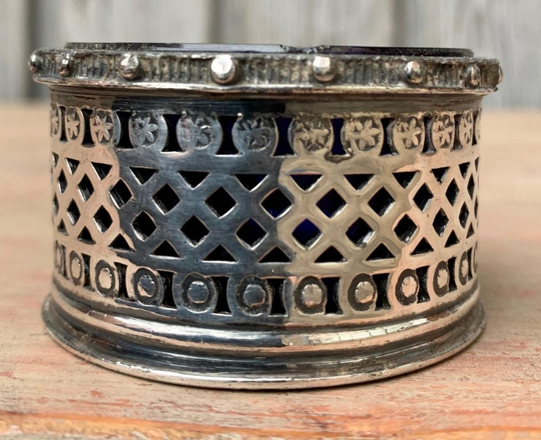 Early 20th Century English EPBM Sheffield Silver Salt Cellar with Blue Glass Insert For Sale