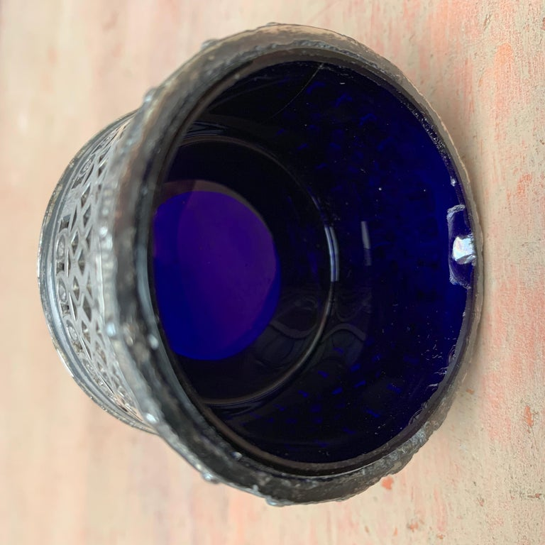English EPBM Sheffield Silver Salt Cellar with Blue Glass Insert For Sale 3