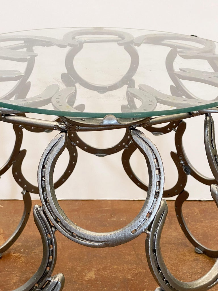 English Garden Set of Table and Two Chairs with a Horseshoe Design For Sale 2