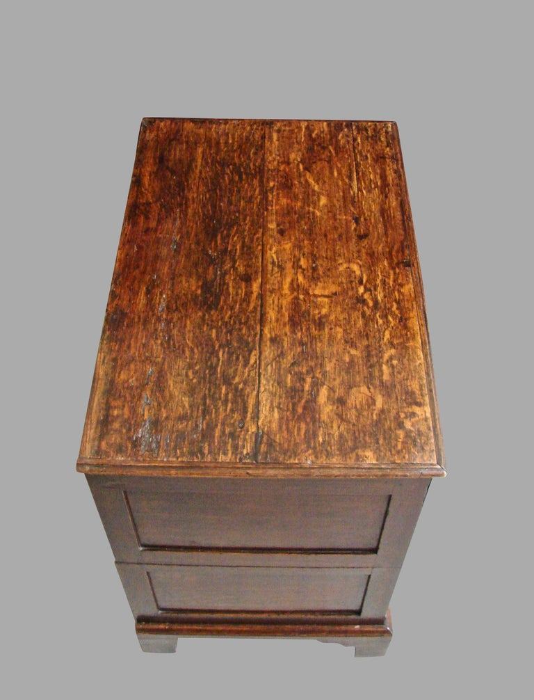 18th Century English George II Provincial Oak and Walnut 5-Drawer Chest For Sale