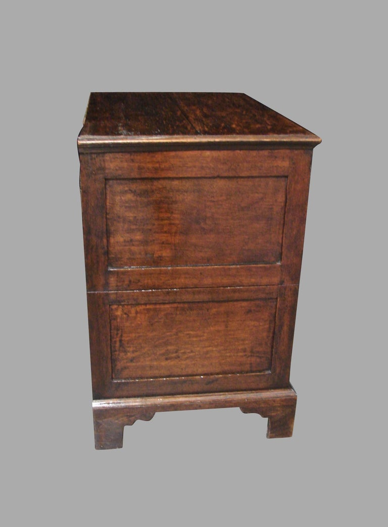 English George II Provincial Oak and Walnut 5-Drawer Chest For Sale 1
