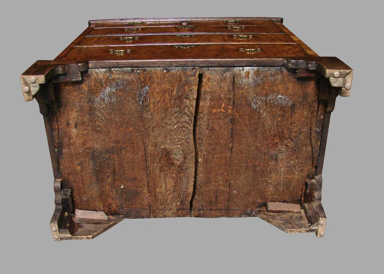 English George II Provincial Oak and Walnut 5-Drawer Chest For Sale 3