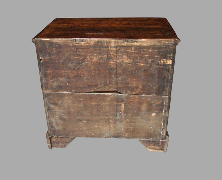 English George II Provincial Oak and Walnut 5-Drawer Chest For Sale 5