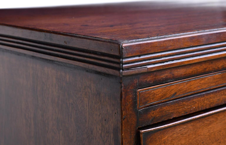 English George III Bachelor's Chest of Drawers with Brushing Slide, circa 1775 For Sale 8