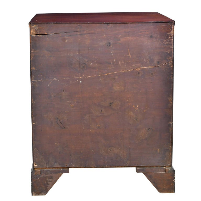 English George III Bachelor's Chest of Drawers with Brushing Slide, circa 1775 For Sale 9