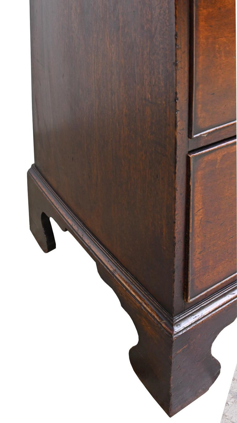 English George III Bachelor's Chest of Drawers with Brushing Slide, circa 1775 For Sale 12