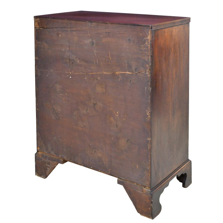 English George III Bachelor's Chest of Drawers with Brushing Slide, circa 1775 For Sale 1