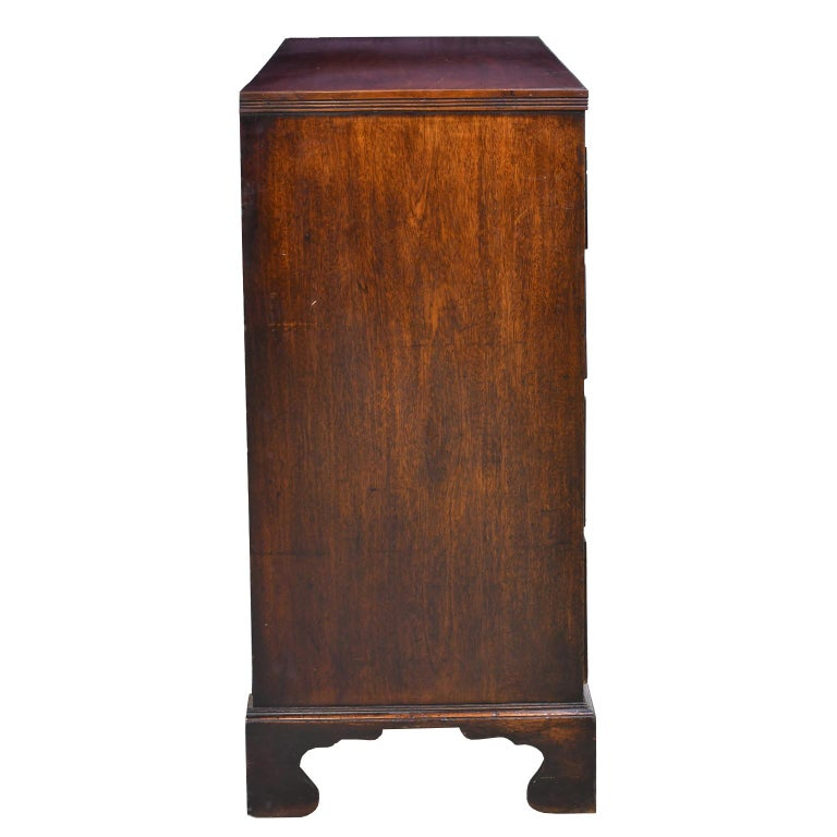 English George III Bachelor's Chest of Drawers with Brushing Slide, circa 1775 For Sale 2