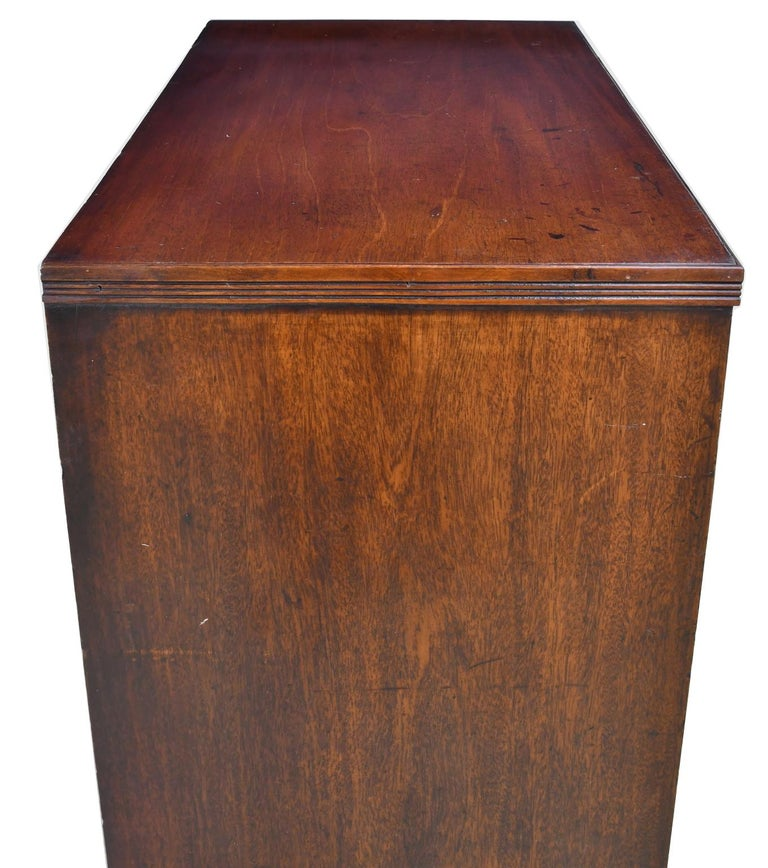 English George III Bachelor's Chest of Drawers with Brushing Slide, circa 1775 For Sale 3
