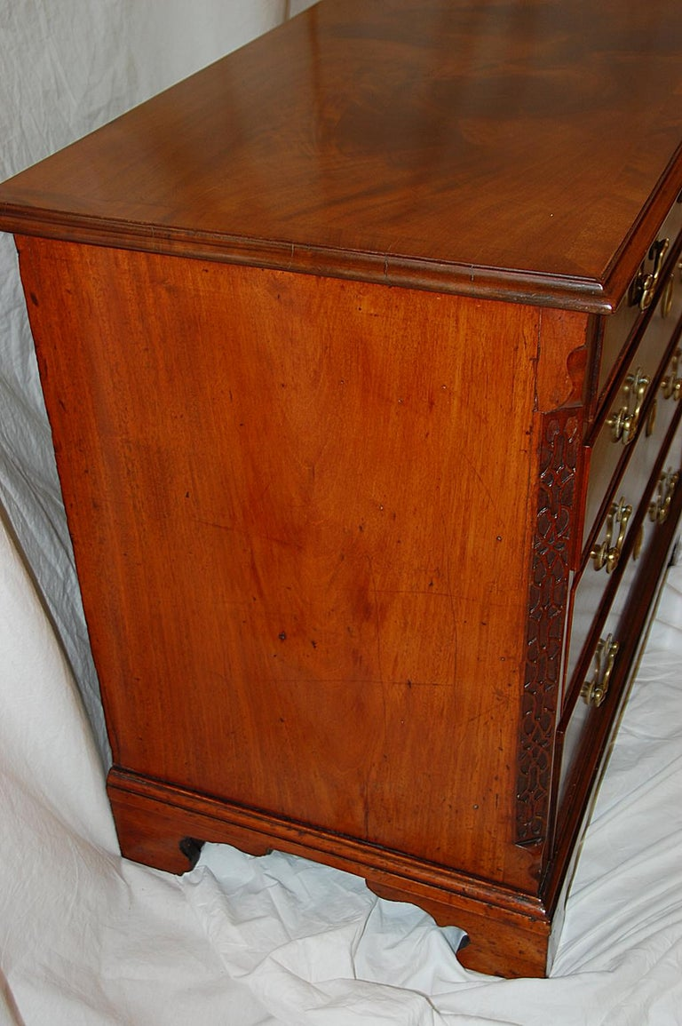 English George III Chippendale Mahogany Chest of Drawers Carved Blind Fretwork For Sale 2