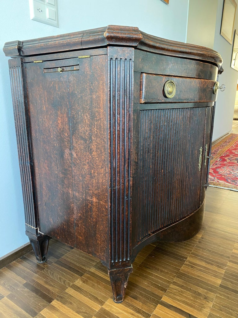 Dutch Burl Mahogany Commode/Sideboard, Late 18th Century For Sale 7