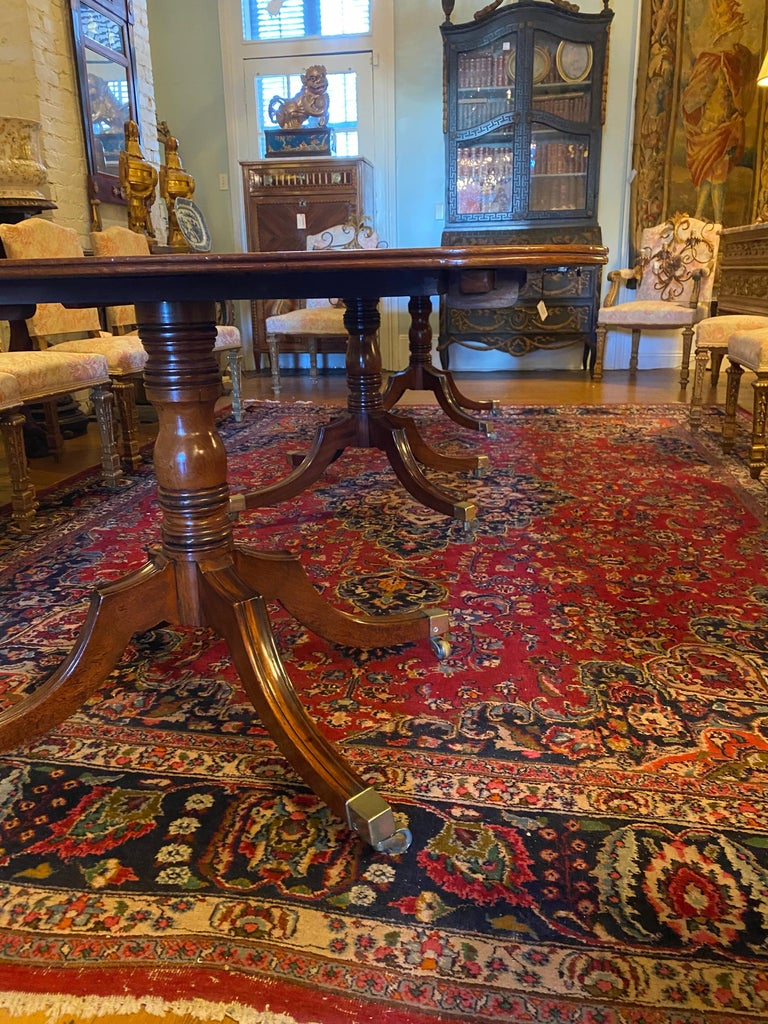 English George III Three Pedestal Dining Table In Good Condition For Sale In New Orleans, LA